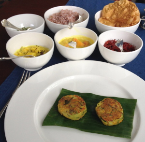 Vegetable patties with beetroot, garlic and papaya curries