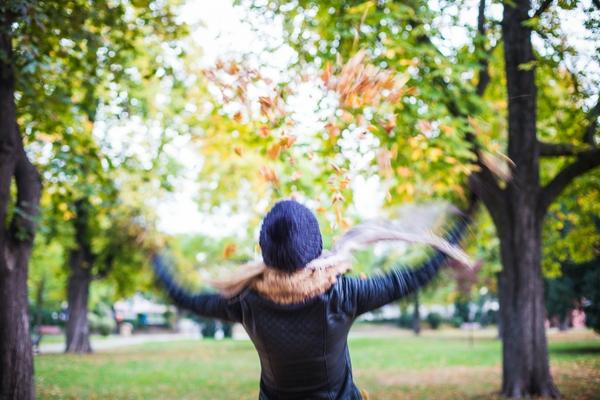 Viktor Hancek girl throwing autumn leaves