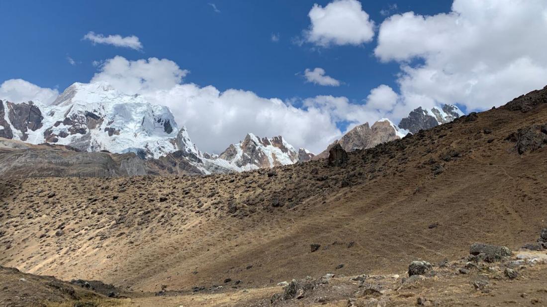 Mountain views from Yaucha Pass